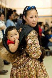 baby-wearing-native